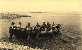 Lifeboat manned by Cohasset Crew, April 2, 1918