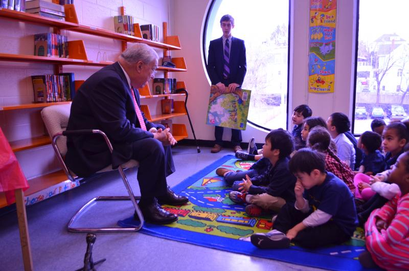Mayor Thomas Menino reads to kindergartners in Dorchester