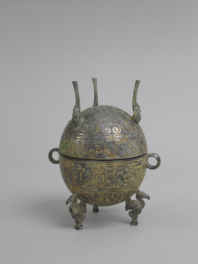 China, Warring States period (475-221 B.C.E.). Tripod (dui) Bronze (5 1/8 x 6 3/8 in.) The Lunder-Colville Chinese Art Collection.