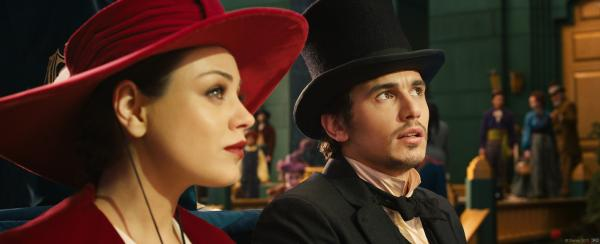 Mila Kunis and James Franco in Oz the Great and Powerful.