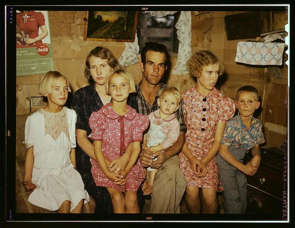 What keeps families happy and close? Here, homesteader Jack Whinery poses with his family in Pie Town, New Mexico, September 1940.