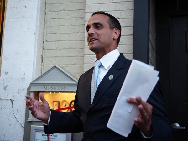 Somerville Mayor Joseph Curtatone joined Jim and Margery to talk about changing immigration enforcement policies in his city.