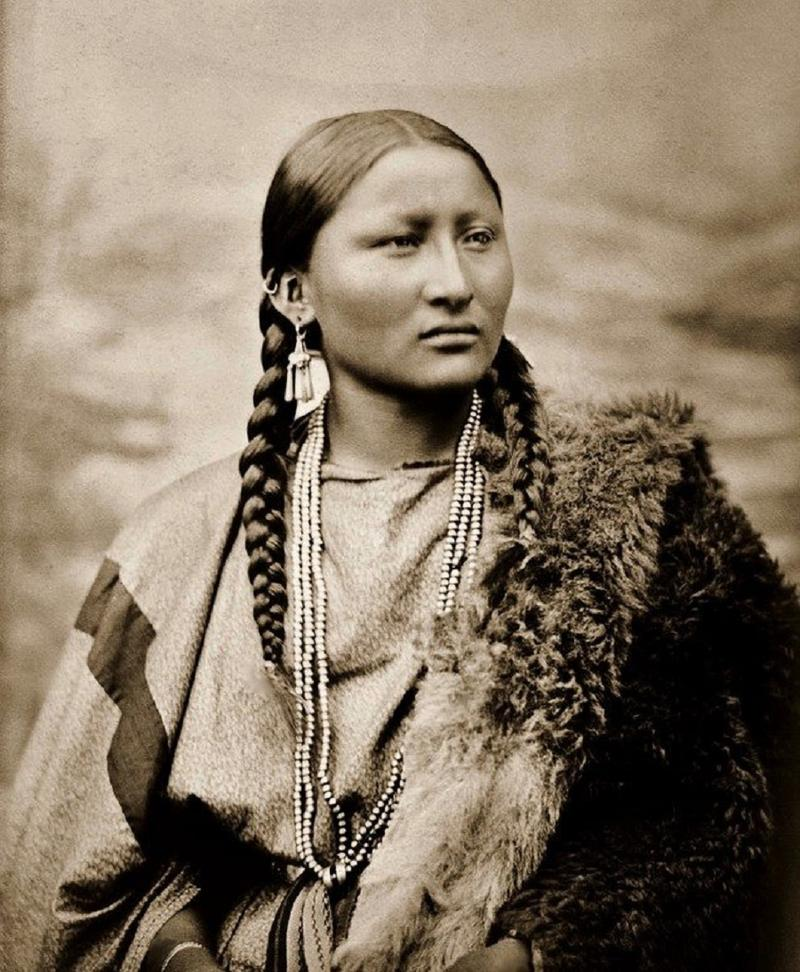 Pretty Nose, a Cheyenne woman. Photographed in 1878 at Fort Keogh, Montana