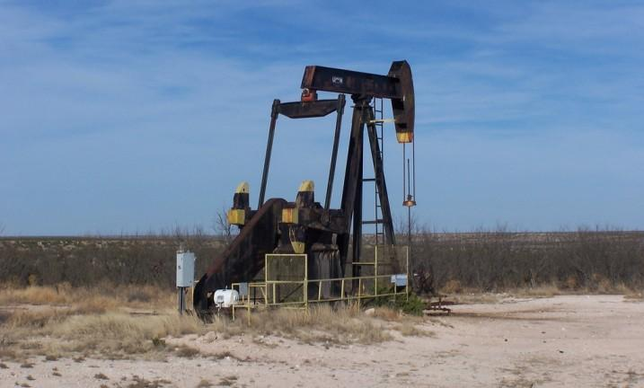 Oil ends 2015 in downbeat mood; hangover to be long, painful