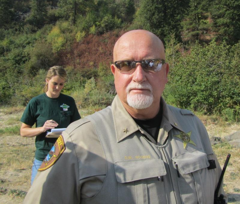 Dale Rodgers (foreground) pulled the arson suspect of the fire crew. Rodgers later arrested the suspect, questioned him, obtained a confession and drove him to jail in Ada County.
