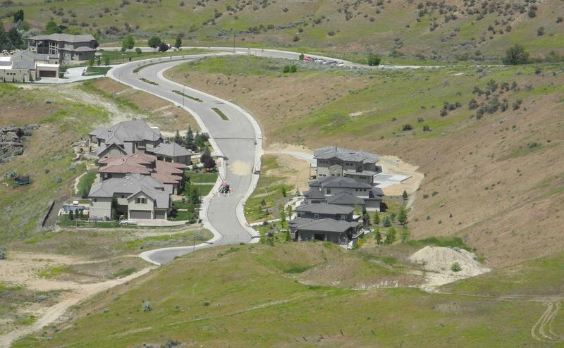 The six houses at the end of Alto Via are most at risk from the landslide.