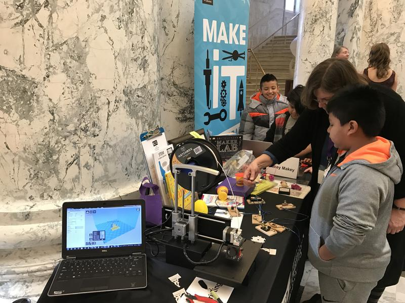 Idaho Commission for Libraries had a station with 3D printing and circuit experiments.