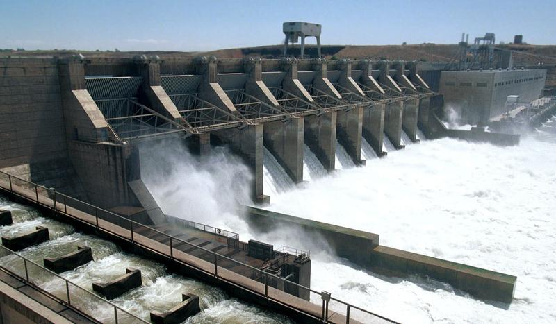 This Thursday, July 1, 1999 picture shows the Ice Harbor Dam on the Snake River near Burbank, Wash.