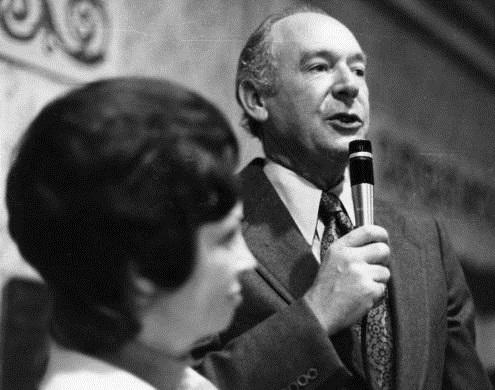 Idaho Governor Cecil Andrus gives a speech after winning the 1974 election. His wife Carol is beside him; they married in 1949.