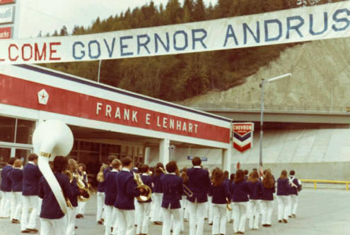 The schoolchildren from the Frank E Lenhart school welcome Governor Andrus.