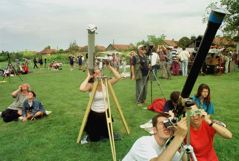 People watch and prepare to photograph the total solar eclipse from Yugoslav village of Horgos August 11, 1999.