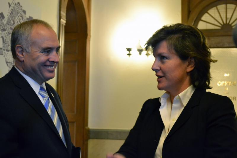 Comptroller Thomas DiNapoli, left, talks with Syracuse Mayor Stephanie Miner.