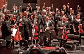Claudio Abbado and orchestra take a bow