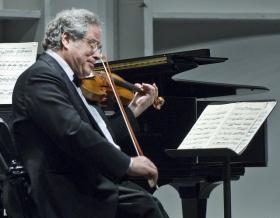 Itzhak Perlman playing his Stradivarius violin (previously owned by Yehudi Menuhin)