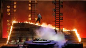 Mark Delavan as Wotan and Nina Stemme as Brunnhilde in the San Francisco Opera's Die Walkure