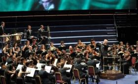 Daniel Barenboim conducting the West-Eastern Divan Orchestra in Beethoven.