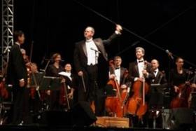 Orchestra Iowa and music director Tim Hankewich