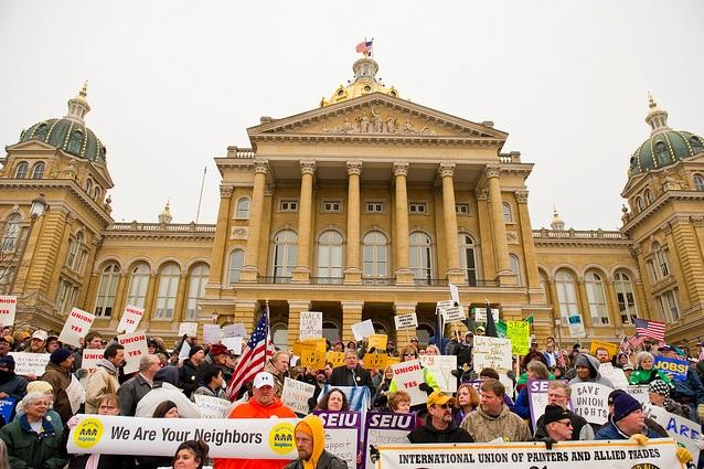 Union supporters on the Iowa Capital building steps in Des Moines