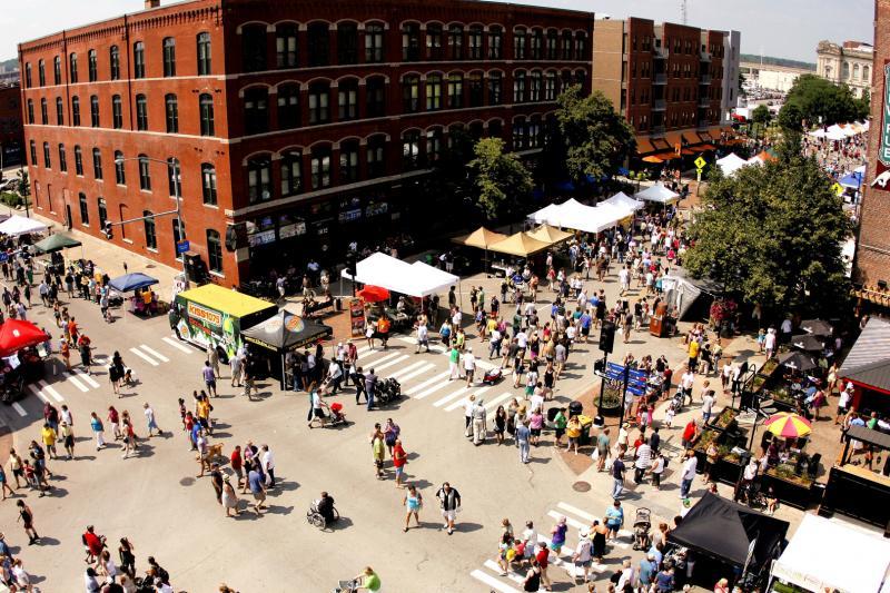 Downtown Farmers' Market in Des Moines, July 2011