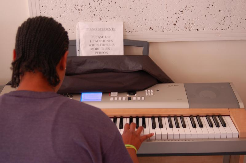"Mitchellville inmate plays ""Danny Boy"" on the piano"
