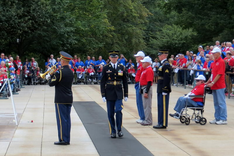 Iowa veterans lay a wreath at the Tomb of the Unknown Soldier