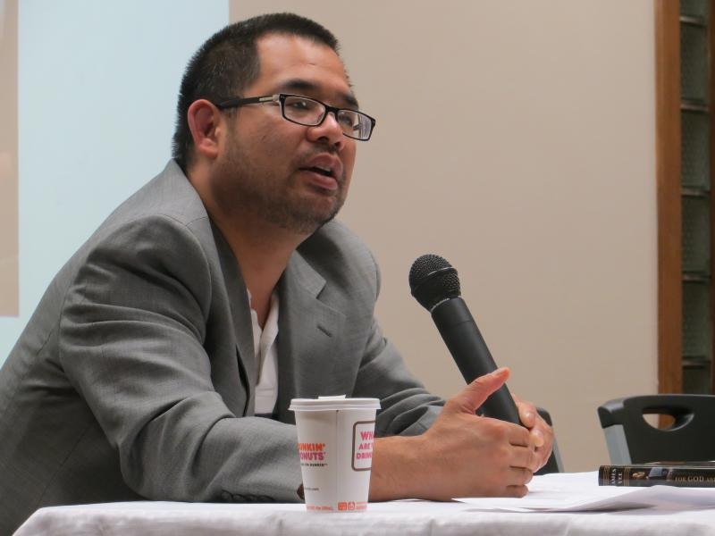 Yee gives a presentation Saturday at the Islamic Center of Cedar Rapids.