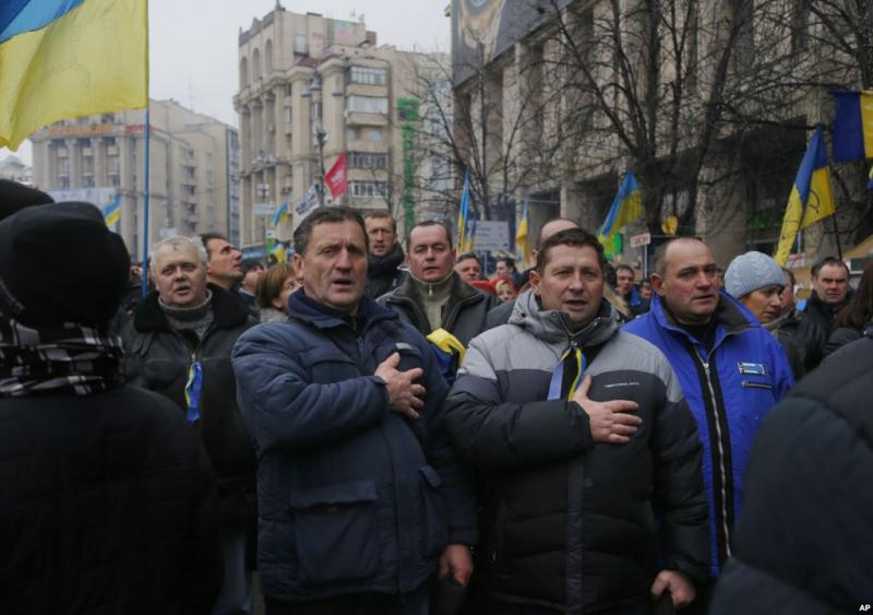 Ukrainians sing the national anthem during a pro-European Union rally in Kiev
