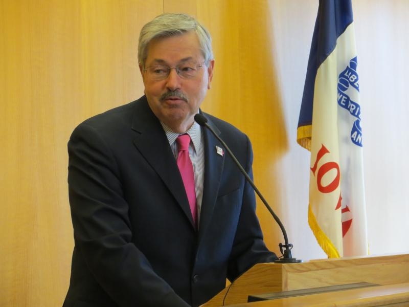 Governor Branstad speaks at a press conference announcing Alluvion's identity.