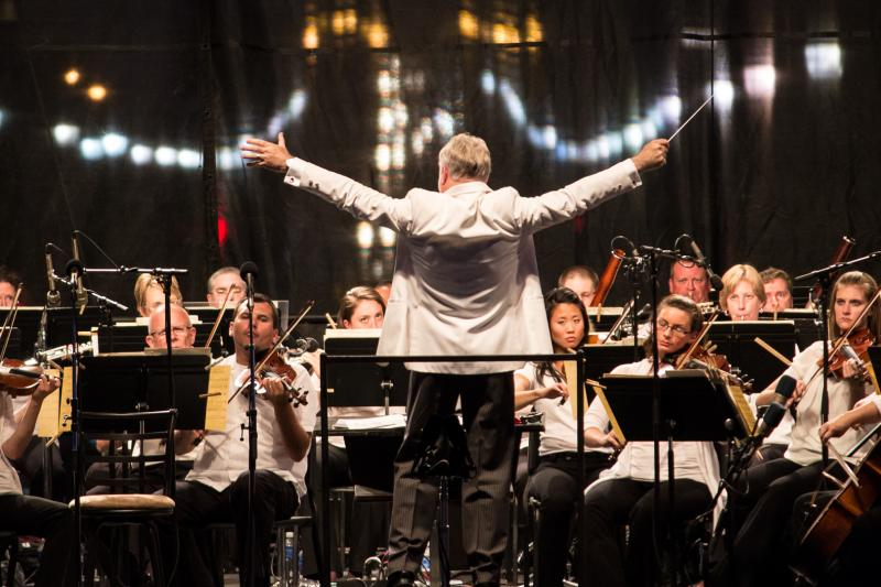 Joseph Giunta conducts the Des Moines Symphony