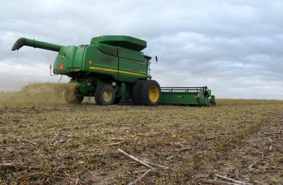 Nationwide, farmers are expected to harvest record-breaking amounts of corn and soybeans this year.
