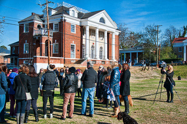 Protesters at the Phi Kappa Psi Fraternity after the initial release of Rolling Stone's UVA piece