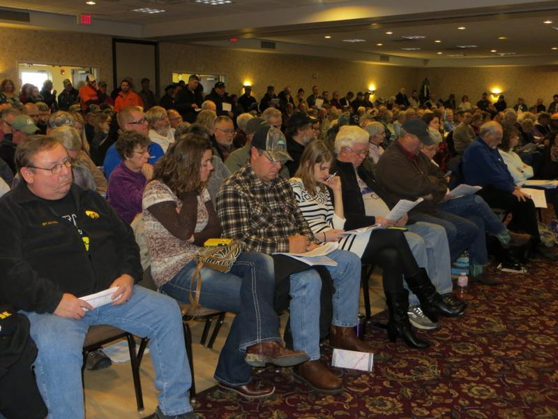 Fort Madison land owners attend a crowded informational meeting about the proposed pipeline.