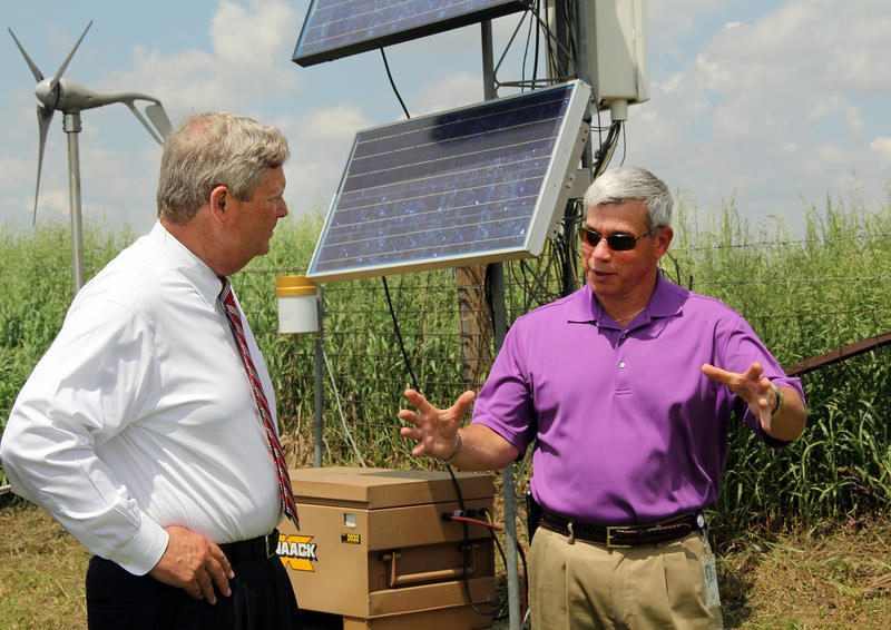 Agriculture Secretary Tom Vilsack to U.S. Department of Agriculture (USDA) Agricultural Research Service (ARS) supervisory plant physiologist Dr. Jerry Hatfield explain the equipment to gather information on climate changes and impacts on corn and soybean