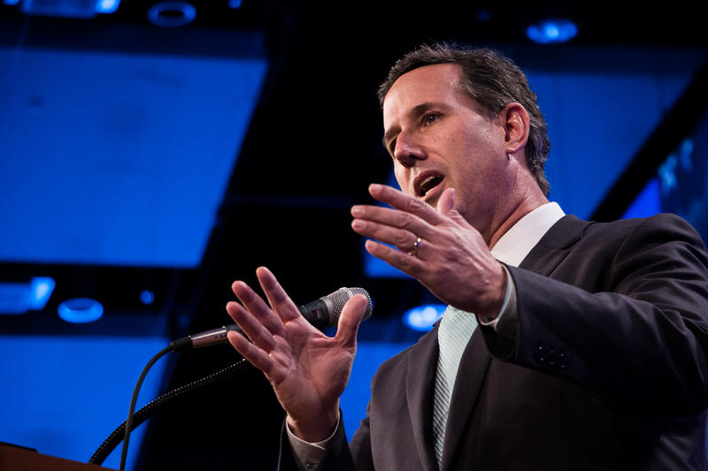 Former Senator Rick Santorum speaking at the annual Lincoln Dinner in Des Moines, Iowa.