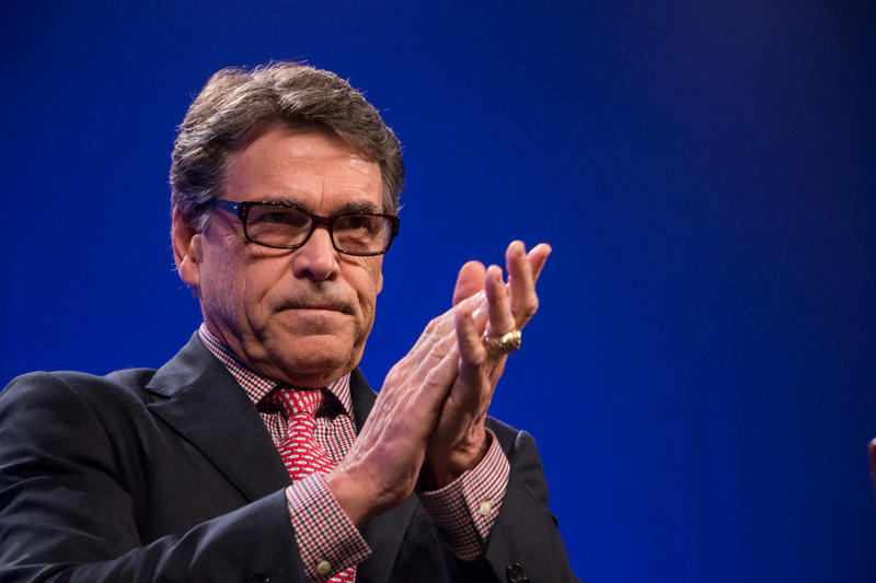 Former Texas Gov. Rick Perry speaking at the Iowa GOP's Lincoln Dinner