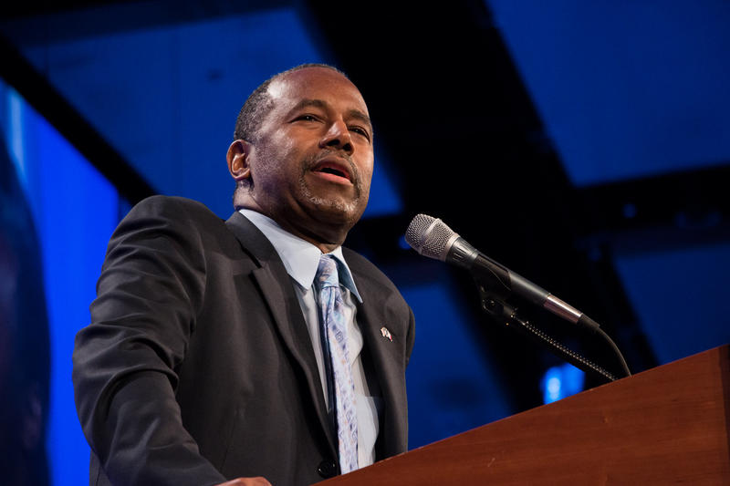 Dr. Ben Carson addresses the audience at the Iowa GOP's Lincoln Dinner