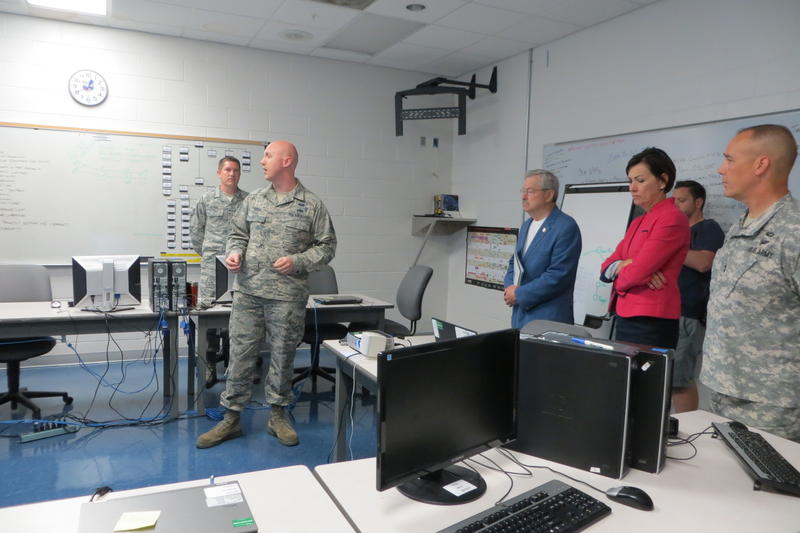 Gov. Branstad examines the temporary workspace for cyber security.