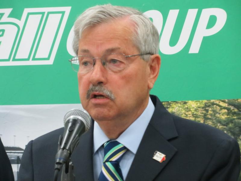Governor Branstad at Van Wall Equipment in Perry