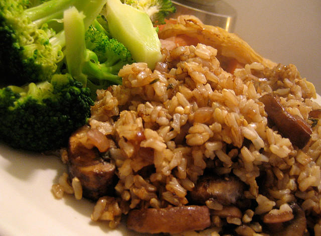 brown rice with mushrooms and broccoli