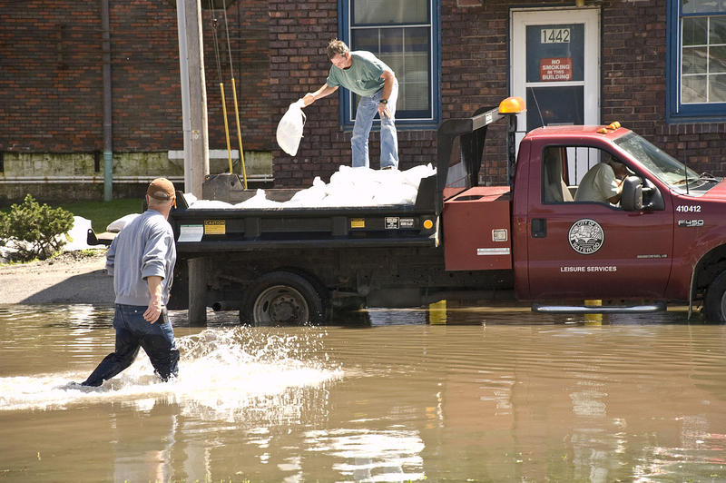 Waterloo residents fill sand bags after record flooding in the summer of 2008. (06/12/2008)