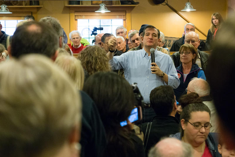 Ted Cruz stops at a Pizza Ranch in Newton to talk with Iowans.