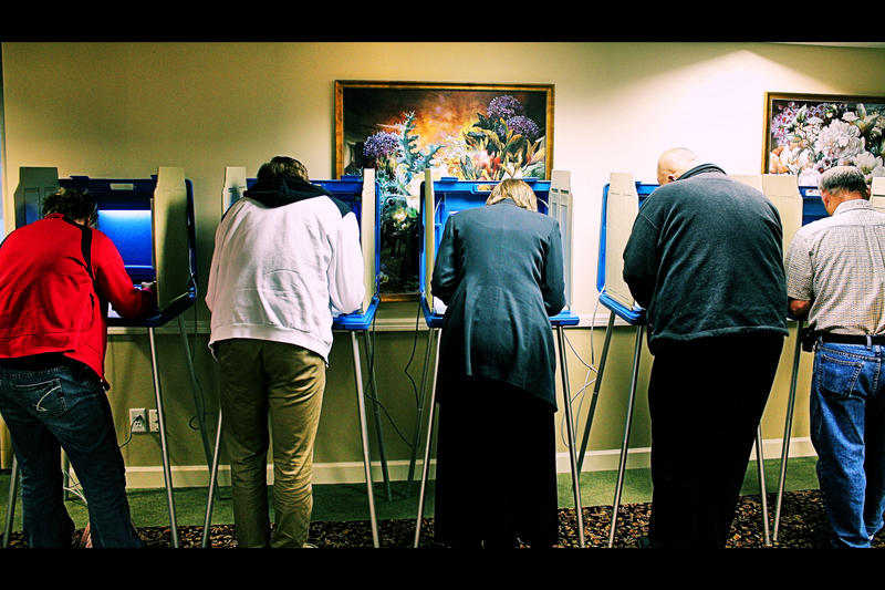 Des Moines voters at a senior living polling place on Election Day, 11/02/2010.