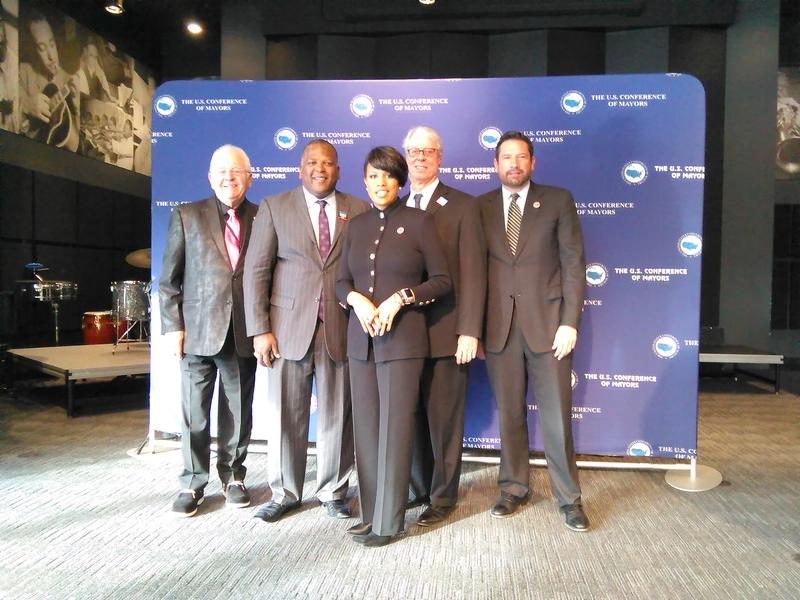 From the right USCM Executive Director Tom Cochran, Majors Steven Benjamin of Columbia, SC, Stephanie Rawlings-Blake of Baltimore, Frank Cownie of Des Moines, and Javier Gonzales of Santa Fe.