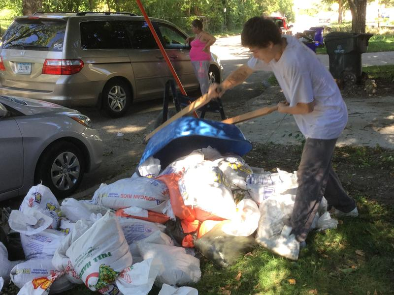 About 250,000 sandbags are now being removed from homes, businesses, and publc faciltiies in Cedar Rapids.