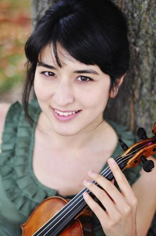 Canadian Violinist Naha Greenholtz
