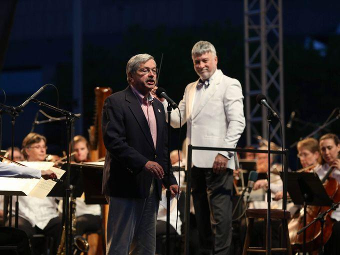 Governor Terry Branstad and The DMSO salute the armed forces