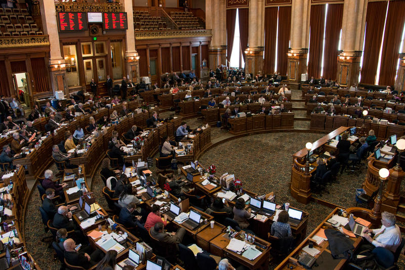 Lengthy debate in the Iowa House Chamber during an amendment for a bill that would change collective bargaining for state workers