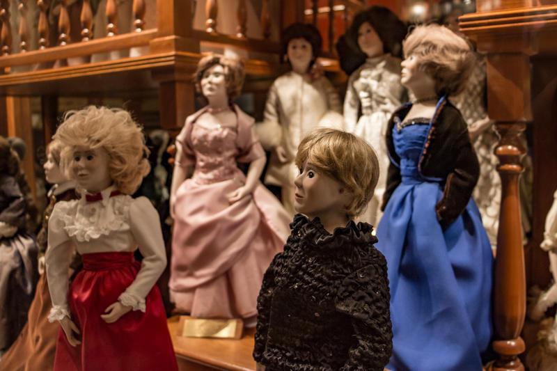 Iowa first lady dolls.