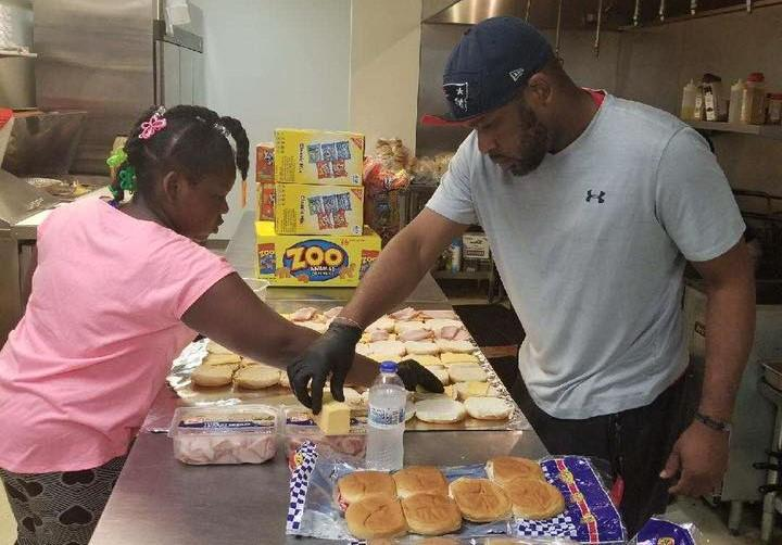 Rodney Lewis and his daughter Kynnedy preparing lunches.