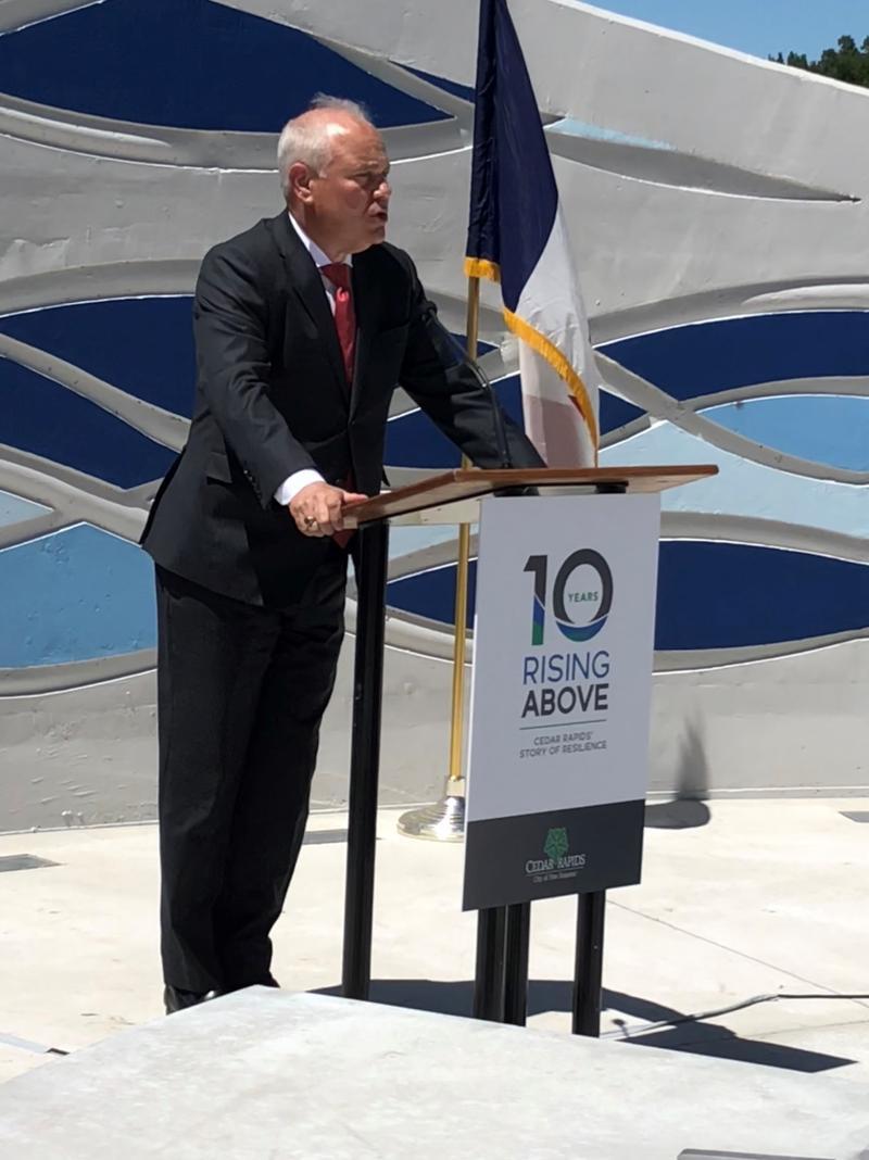 Cedar Rapids City Manager Jeff Pomeranz helps dedicate the memorial.